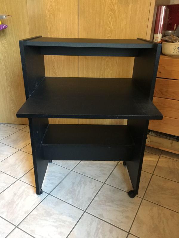 computertisch verkaufe ankauf und verkauf anzeigen billiger preis. Black Bedroom Furniture Sets. Home Design Ideas