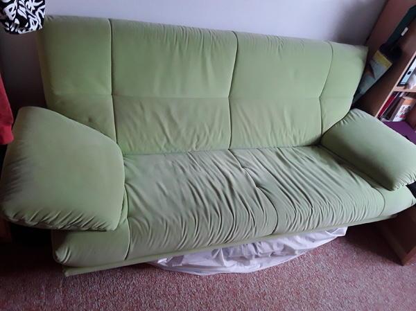 couch mikrofaser gr n 3 sitzer in st ingbert polster sessel couch kaufen und verkaufen ber. Black Bedroom Furniture Sets. Home Design Ideas