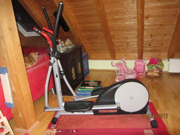 Crosstrainer der Firma Hammer - Bruckberg - Crosstrainer der Firma Hammer8-Stufen einstellbarAm Display: Geschwindigkeit, Puls, Zeit, Entfernung, KalorinNur an Selbstabholer!! - Bruckberg