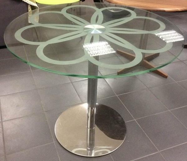 Designer glastisch rund mit chromfu sehr repr sentativ in much couchtische kaufen und for Designer glastisch