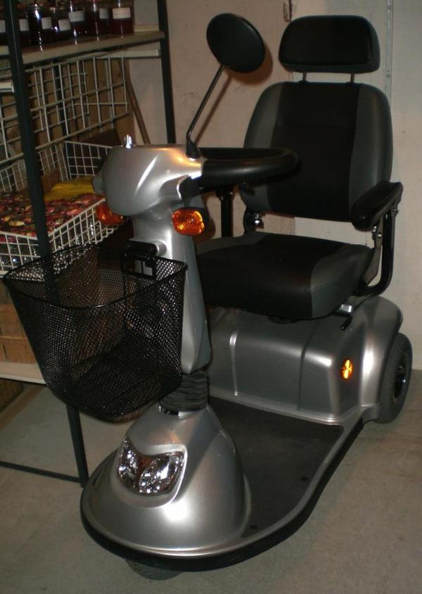 elektromobil krankenfahrstuhl de luxe dreirad von ortho. Black Bedroom Furniture Sets. Home Design Ideas