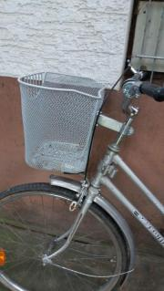 Fahrradkorb und einen