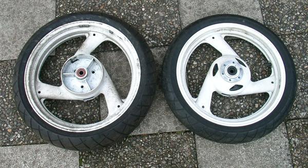 Felgen FZR 600 3HE 3, 00 x 17 4, 00 x 18 mit Reifen Bridgestone - Nürnberg Katzwang - Felgen FZR 600 3HE 17 x MT 3,00 110/70 ZR 17 (54W) Bridgestone,18 x MT 4,00 140/60 ZR 18 (64W) Bridgestone. - Nürnberg Katzwang