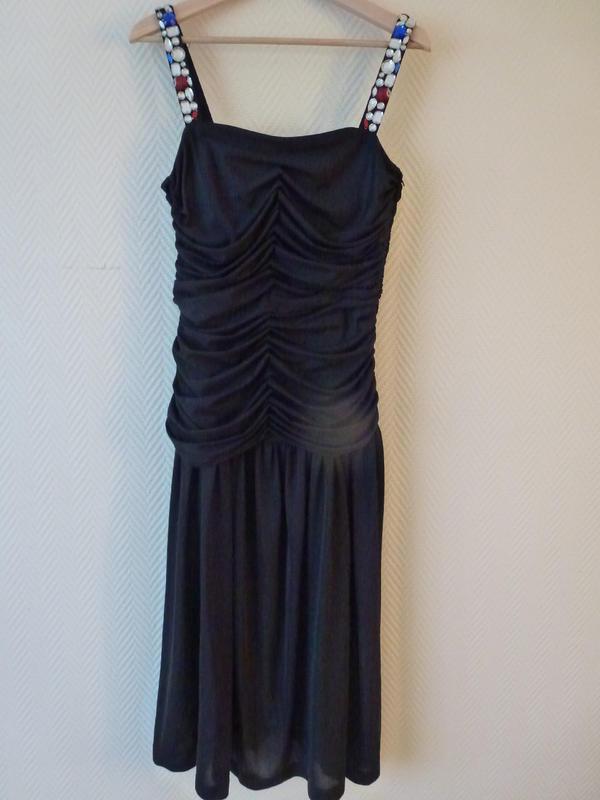 """Festliches Kleid Gr. 42, von """"Jean Claire"""" - Nürnberg - verkaufe sehr schönes festliches Kleid, von """"Jean Claire"""". Die Träger sind mit Glassteinen besetzt. Das Kleid ist ganz gefüttert. Der Reißverschluß ist seitlich und im Brustteil sind Stützstäbchen. Gesamtlänge 118 cm. Wenig getragen, A - Nürnberg"""