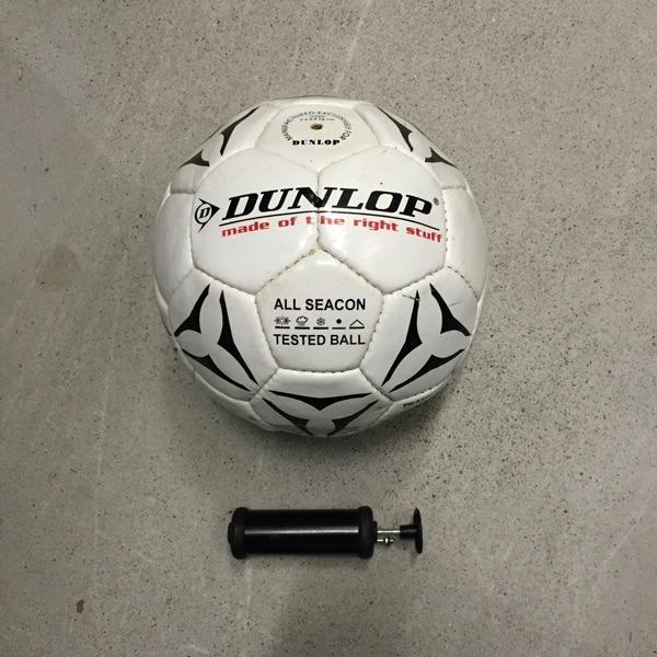Fussball mit Pumpe Dunlop neu