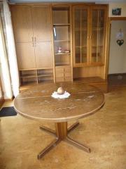 Großer Tisch + Wohnzimmermöbel +