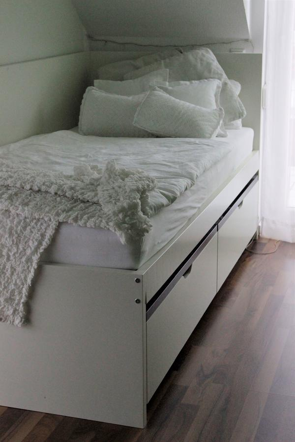 einzelbett ikea. Black Bedroom Furniture Sets. Home Design Ideas