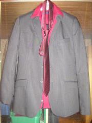 Jungen-Sakko mit Hemd und Krawatte
