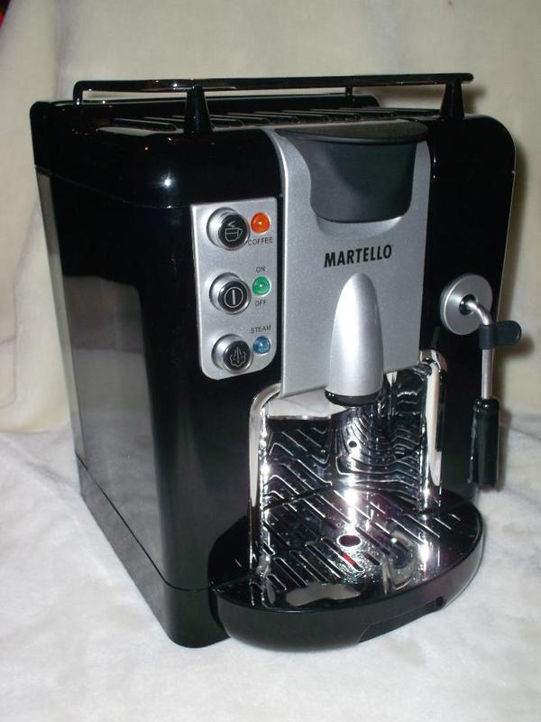 kaffeemaschine kapselmaschine 39 quadra 39 von martello in. Black Bedroom Furniture Sets. Home Design Ideas