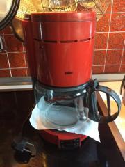 Kaffemaschine BRAUN Farbe rot und