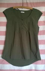 khakifarbene Bluse, kurze