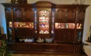 Klassische Schrankwand und Sideboard