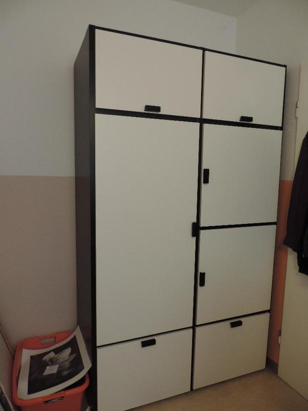 Ikea metallschrank ikea schrank weiss foto bild for Ikea kinderkleiderschrank