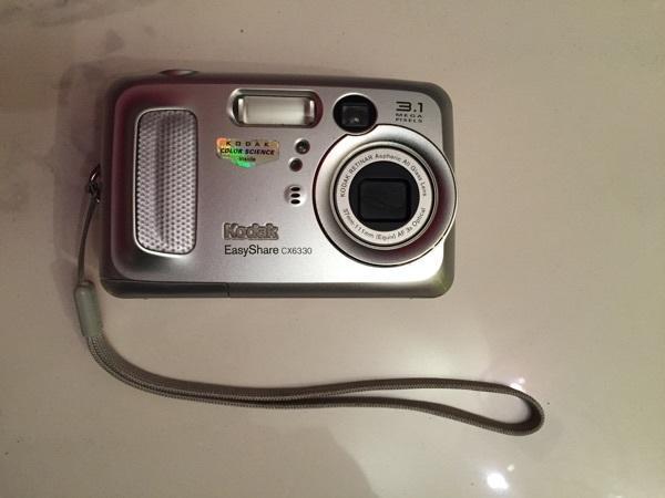 Kodak EasyShare CX6330 Digitalkamera 3. 1 Topzustand - Starnberg - Kodak EasyShare CX6330 Digitalkamera 3.1 (2032 x 1524) 16MB Größe und/oder Gewicht: 3,8 x 10,3 x 6,5 cm ; 181 g, voll funktionsfähig ! Funktioniert mit ganz normalen Batterien!! - Starnberg