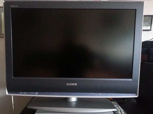 LCD Digital Color TV 66 cm Diagonal von Sony - Darmstadt Heimstätten Siedlung - LCD Digital Color TV 66 cm Diagonal von Sony mit Fernbedienung . ungefähr 5 Jahre alt .Mit 2 Scart Anschlüsse und HD Ready , Videotext und Beschreibung usw. Ist wenig benutzt worden Technisch und optisch in sehr gutem Z - Darmstadt Heimstätten Siedlung