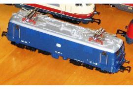 Modelleisenbahnen - Märklin Lok s Wagen etc