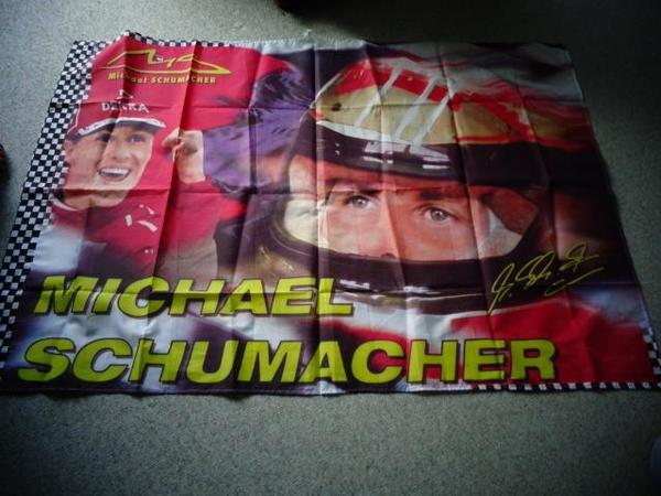 Michael Schumacher Fahne Flagge Ferrari Formel 1 ca. 90er Jahre - Hamburg Eidelstedt - Michael Schumacher Flagge/Fahne, Stoff-Poster, Ferrari,Formel 1, ca. 90er Jahre,ca. 142 x 96 cm, 15,00 Euro,(habe auch noch 2 Kalender je Stück 5,00 Euro),Versand ca. 3,00 Euro möglich, zeitnahe Antwort,Privatverkauf, Rücknahme aus - Hamburg Eidelstedt