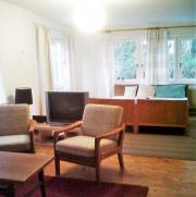 Möbliertes Gartenhaus in