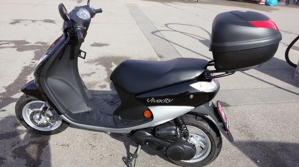 moped peugeot vivacity 50 in lochau peugeot roller. Black Bedroom Furniture Sets. Home Design Ideas