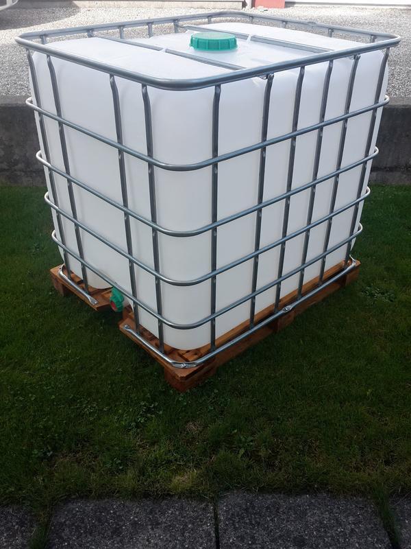 neuwertiger 1000 liter wassertank orginalfoto in. Black Bedroom Furniture Sets. Home Design Ideas
