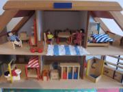 Puppenhaus mit Einrichtung
