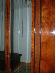 Schlafzimmerschrank mit Facettenspiegeltüren