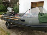 Schlauchboot mit Outboard