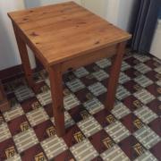 schöner kleiner Tisch