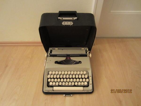 Schreibmaschine mechanisch funktioniert einwandfrei