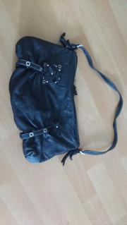 Schwarze Handtasche: Lederimitat,