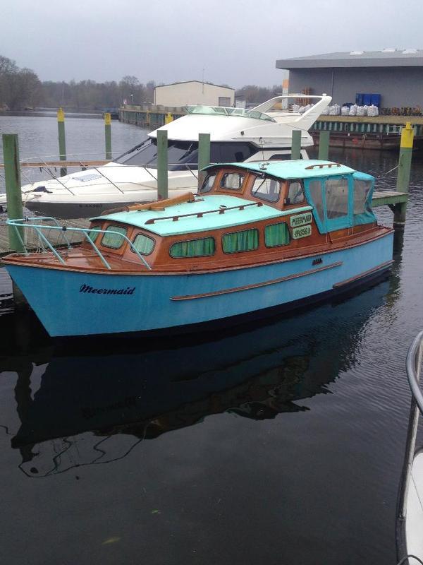 sehr sch nes mahagoni motorboot yacht in berlin motorboote kaufen und verkaufen ber private. Black Bedroom Furniture Sets. Home Design Ideas