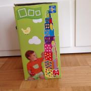Stapelturm mit Spielzeugauto