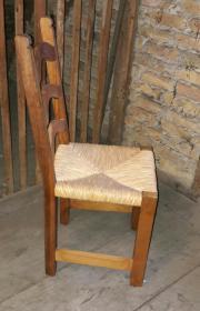 Stuhl mit geflochtener