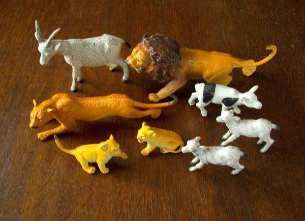 Tiere aus Hartgummi