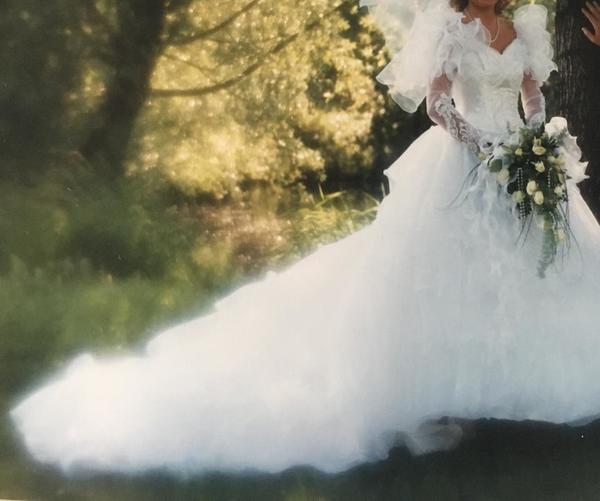 Traum Brautkleid mit Pailletten, eng tailliert in Vaterstetten ...