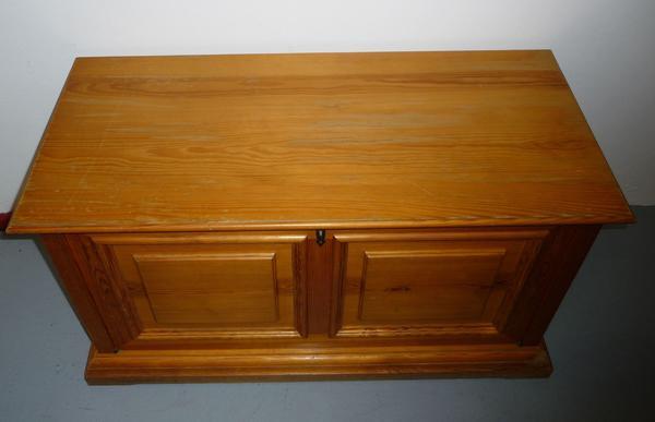 antike truhe kaufen antike truhe gebraucht. Black Bedroom Furniture Sets. Home Design Ideas