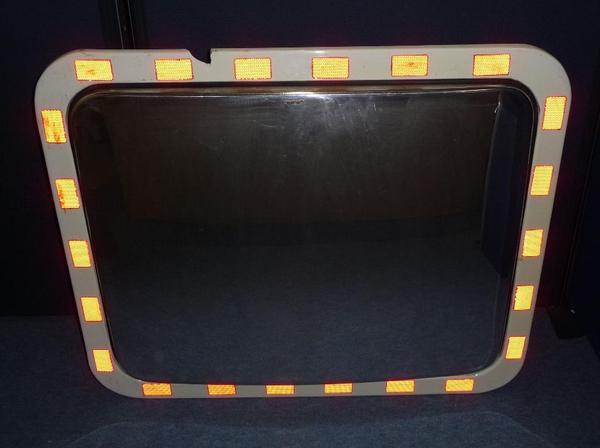 Verkehrsspiegel Dancop H-TM 80 x 100 mit Heizung u. Halterung Sicherheitsspiegel Überwachungsspiegel - Sinsheim - Ein hochwertiger Verkehrsspiegel Dancop H-TM 80 x 100 mit Heizung und Halterung. Maße ca. 80 x 100 cm. Gebraucht. Ein kleines Stück am Kunststoffrahmen fehlt (Siehe Bilder).Die in dem Spiegel eingebaute Heizung verhindert das Beschlagen oder  - Sinsheim