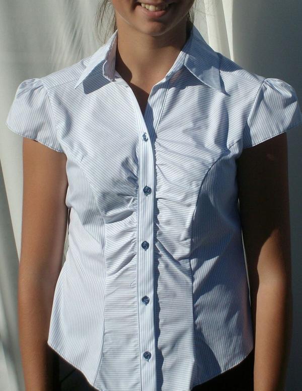 Weiß-blau gestreifte » Damenbekleidung