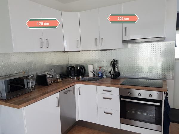 Weisse Hochglanz IKEA Küche in sehr gutem Zustand 1650 Euro VB in ...